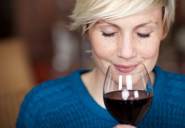 Alkohol är fienden i kampen för friskt hår